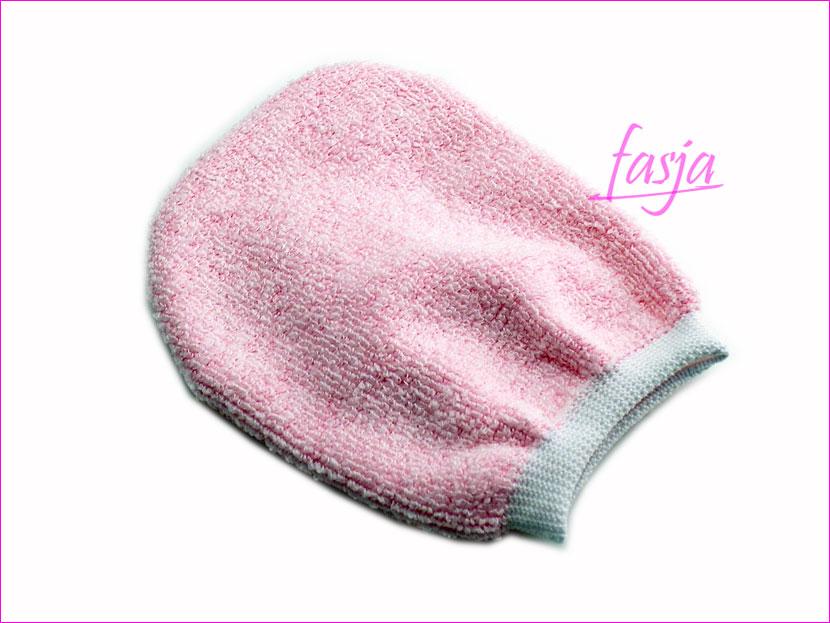demakijaż za pomocą rękawiczki