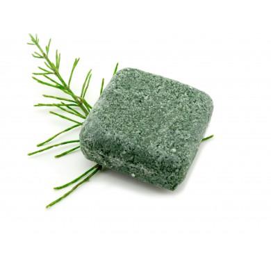 Oczyszczający szampon w kostce ze skrzypem polnym i spiruliną