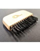 Czyścik do usuwania zabrudzeń i włosów ze szczotek