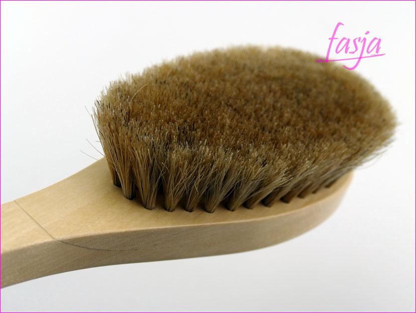 szczotka z naturalnego włosia do masazu na sucho